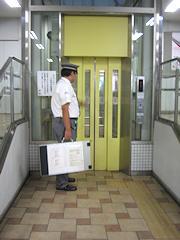 イメージ_駅のエレベーター
